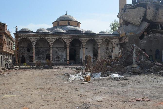 500-yillik-camiyi-bu-hale-getirdiler-001.jpg