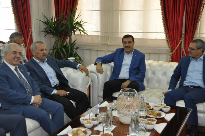 bakan-tufenkci-turkiye'nin-bir-kismini-esad-rejimine-feda-edenler....jpg
