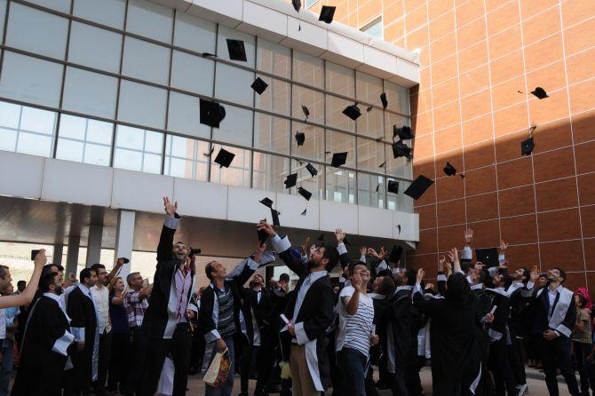 batman-universitesi'nde-mezuniyet-coskusu-002.jpg
