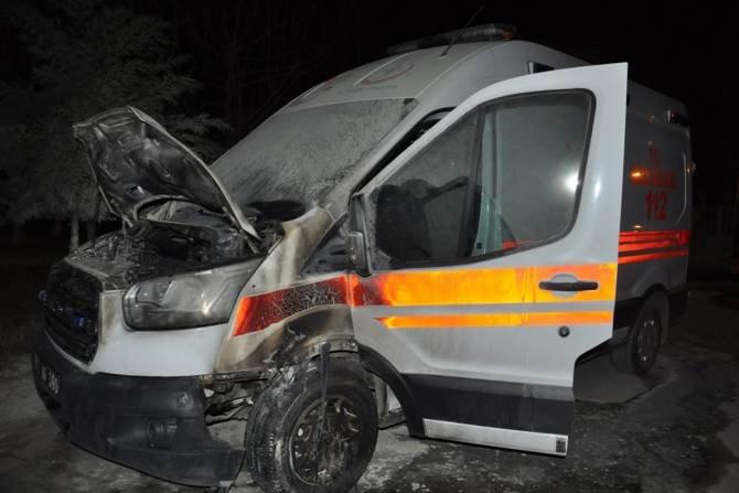 batmanda-iki-kez-yanan-ambulansla-ilgili-aciklama-yapildi-001.jpg