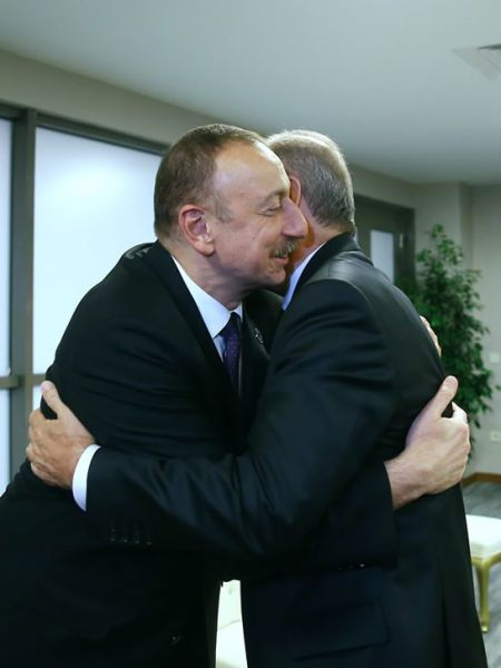 cumhurbaskani-erdogan,-aliyev-ile-gorustu-003.jpg