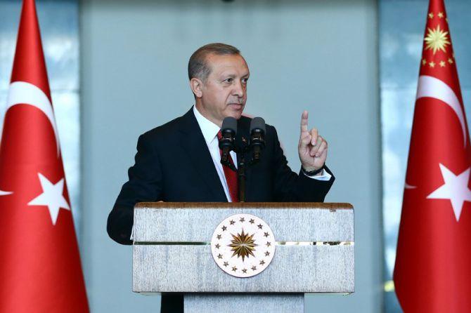 cumhurbaskani-erdogan-gencleri-agirladi-003.jpg