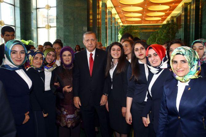 cumhurbaskani-erdogan-gencleri-agirladi.jpg