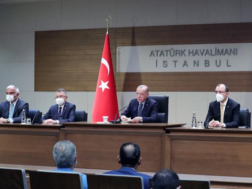 cumhurbaskani-erdogan-havalimani-001.jpg