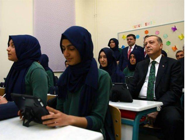 cumhurbaskani-erdogan-imam-hatiplileri-ziyaret-etti.jpg