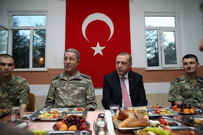 cumhurbaskani-erdogan-mehmetciklerle-beraber-yemek-yedi-002.jpg