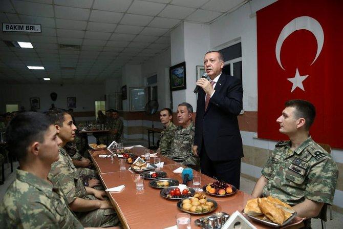 cumhurbaskani-erdogan-mehmetciklerle-beraber-yemek-yedi.jpg