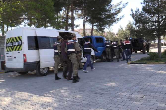 diyarbakir'da-pkk-operasyonlari-7-gozalti-001.jpg