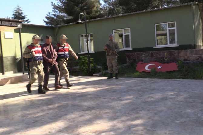 diyarbakir'da-pkk-operasyonlari-7-gozalti-002.jpg
