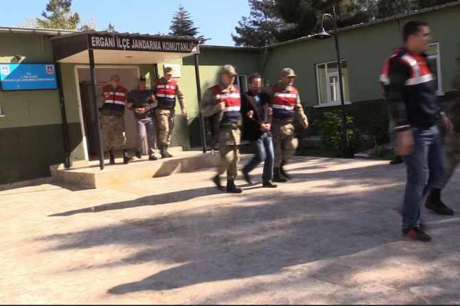 diyarbakir'da-pkk-operasyonlari-7-gozalti-003.jpg