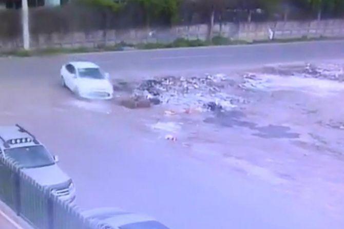 diyarbakirda-bombali-aracin-birakilma-ani-kameralarda.jpg