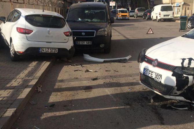 diyarbakirda-maddi-hasarli-trafik-kazasi-001.jpg
