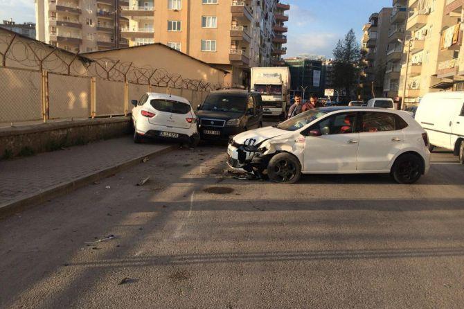 diyarbakirda-maddi-hasarli-trafik-kazasi-003.jpg
