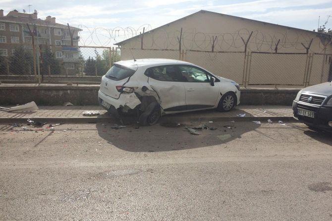 diyarbakirda-maddi-hasarli-trafik-kazasi.jpg