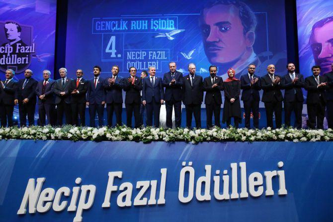 erdogan-necip-fazil-odulleri-toreni-001.jpg
