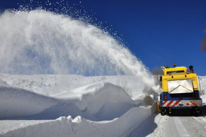 etkili-olan-kar-yagisi-100-koy-yolunu-ulasima-kapatti.JPG