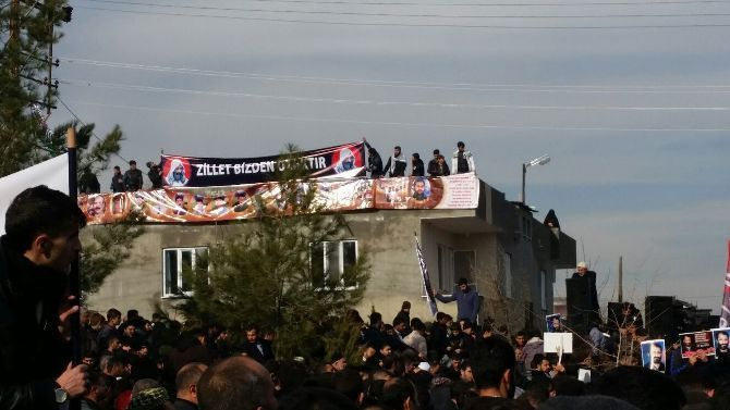 hizbullah-lideri-velioglu-kabri-basinda-anildi.jpg