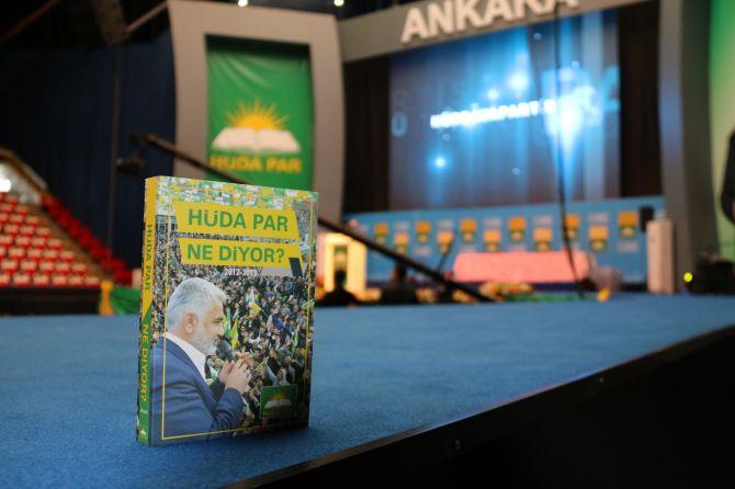 huda-parin-2inci-olagan-buyuk-kongresinde-delegelere-kitap-hediye-edildi-002.jpg