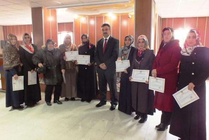 imam--ve-ogretici-kursiyerlere-basari-belgesi-verildi.JPG