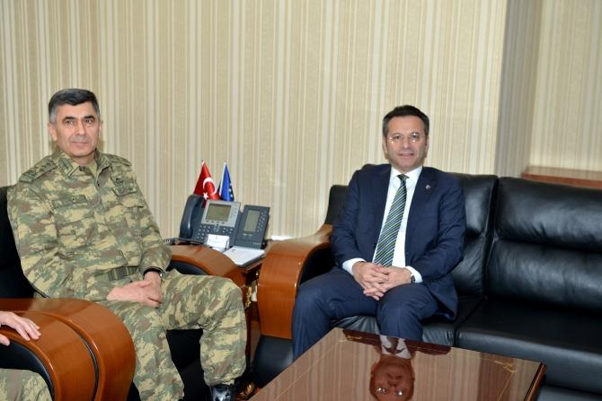 kara-kuvvetleri-komutani-orgeneral-salih-zeki-colak,-diyarbakir-valisi-huseyin-aksoy-001.jpg