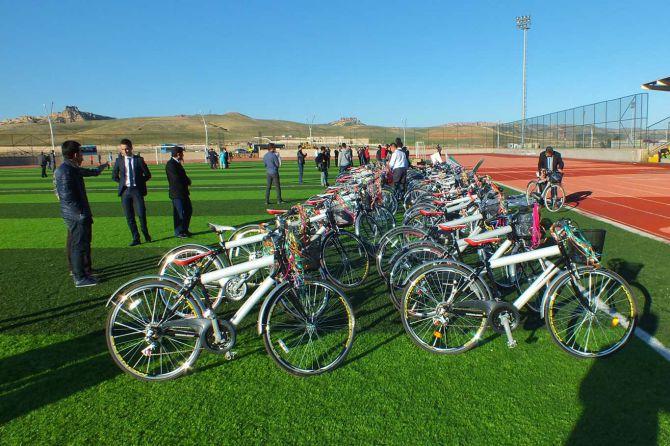 mardinde-ogrencilere-bisiklet-dagitimi-001.jpg