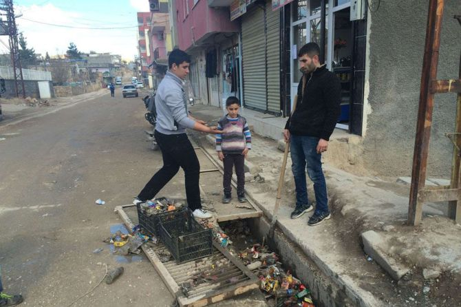 mazidagi-belediyesi-yapmayinca-esnaf-yapiyor!-001.jpg