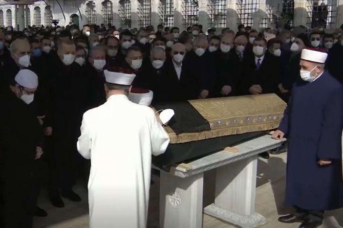 muhammed-emin-sarac-cenaze-namazi.jpg