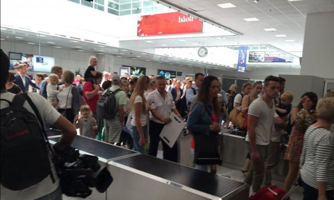 nice-kentinde-havalimani-bosaltiliyor.JPG