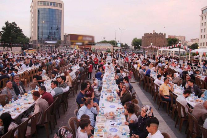 numan-kurtulmus-iftar.jpg