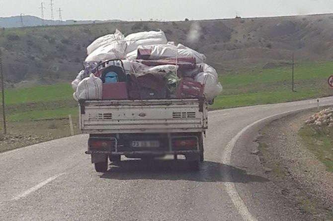 o-ilde-halk-evlerini-terk-ediyor-001.jpg
