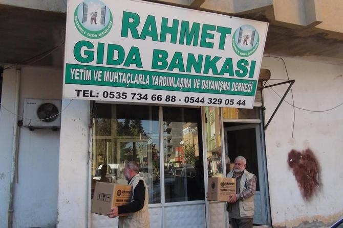 rahmet-gida-bankasi-2015te-bin-715-aileye-yardim-etti.jpg