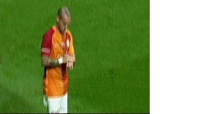 sneijderdan-ilginc-hareket-001.jpg
