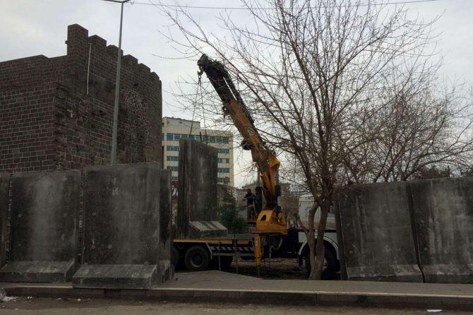 sur-beton-bloklarla-cevriliyor!-001.jpg