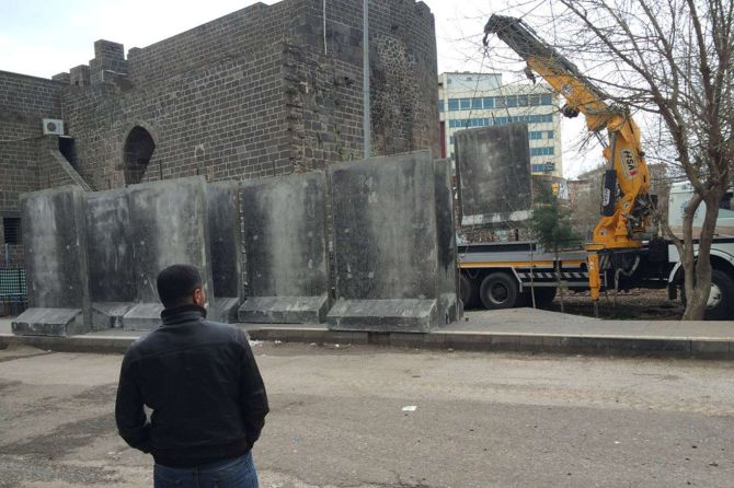 sur-beton-bloklarla-cevriliyor!-002.jpg