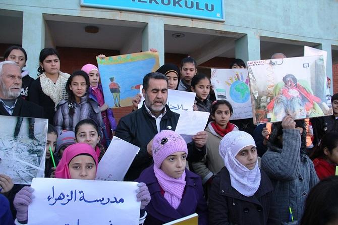 suriyeli-siginmacilar-rusya'nin-okul-saldirilarini-protesto-etti-002.jpg
