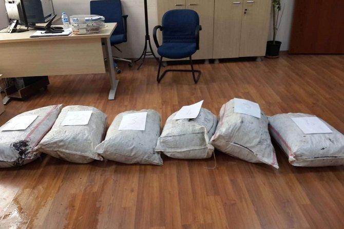 tir'da-35-kilo-esrar-uyusturucu-madde-ele-gecirildi.jpg