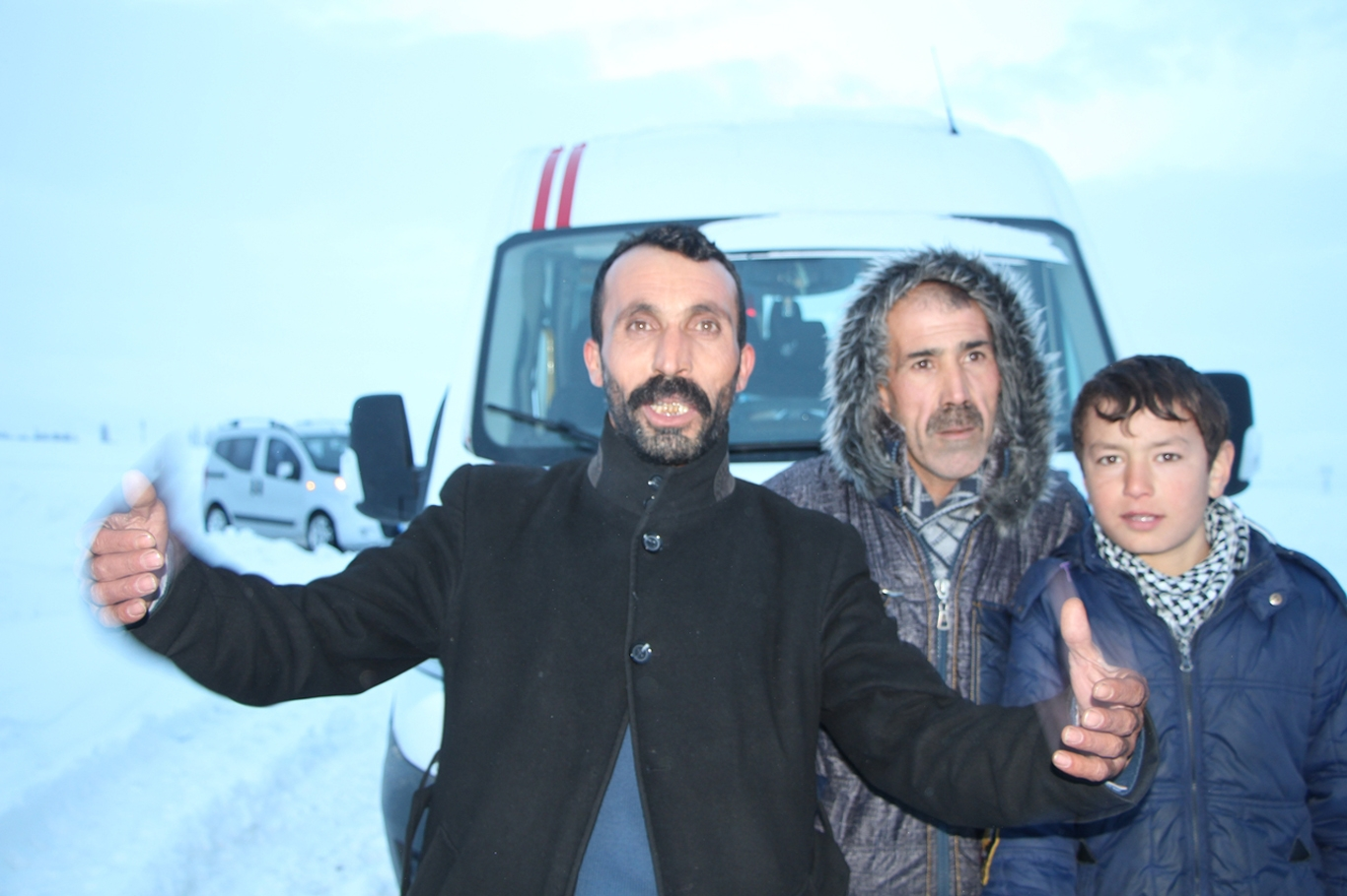 traktorle-hastaneye-bebek-tasidilar-001.jpg
