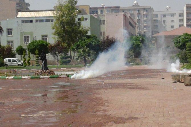 turk-bayragi-indirilince-olaylar-cikti!-polis-mudahale-etti-001.jpg