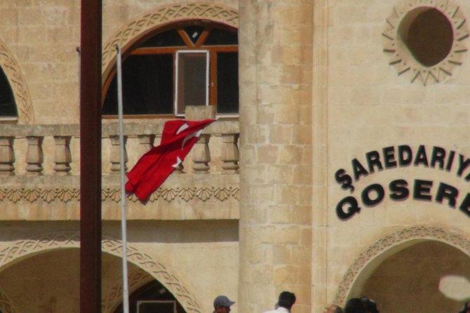 turk-bayragi-indirilince-olaylar-cikti!-polis-mudahale-etti-002.jpg