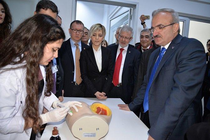 turkiye'nin-ilk-sanal-hastanesi-bursa'da-acildi-001.jpg
