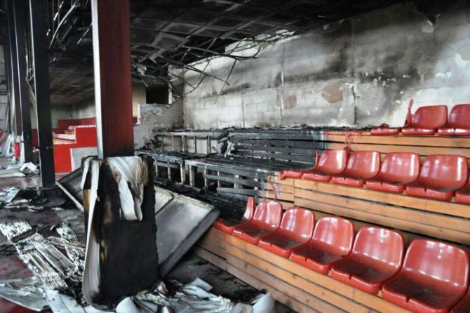 van'da-kapali-spor-salonu-atese-verildi-005.jpg